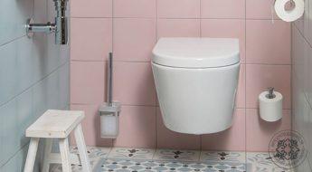 Retrotegel Rosa Celeste Palau Toiletstijl | Retrotegelwinkel.nl